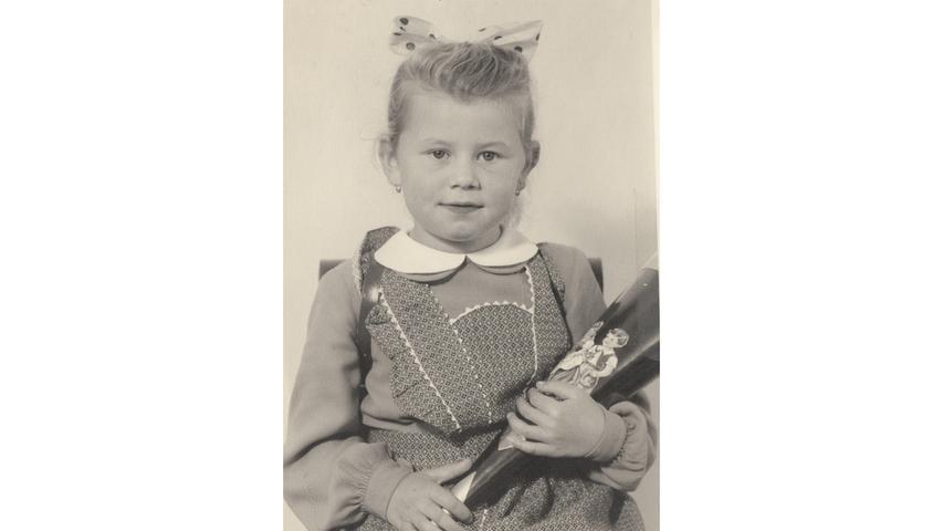 Mit einem Schleifchen im Haar erlebte Brigitte Fehm (geb. Rühl) ihren großen Tag im Jahr 1956.
