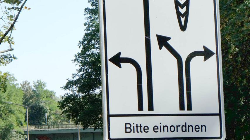 Auch an der Dr.-Gustav-Heinemann-Straße nördlich des Wöhrder Sees, an der Kreuzung zur Dr.-Carlo-Schmid-Straße, staut sich's wegen Straßenbauarbeiten für das neue Ringbuskonzept der VAG noch bis Mitte September.