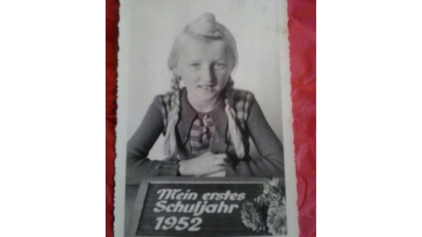 Gut gelaunt und mit zwei Zöpfen ließ sich Lotte Meyer für ihr Erinnerungsfoto ablichten.