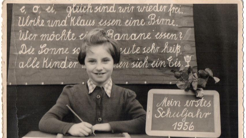 Die Tafel ist schon vollgeschrieben. Edith Anlage griff erstmals bei ihrer Einschulung 1956 zum Stift.