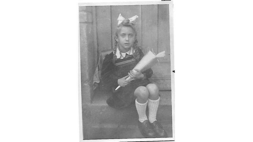 Gerda Thorn bei ihrer Einschulung am 1. September 1947. Die nächsten Jahre lernte sie an der Frauenschule in Fürth.