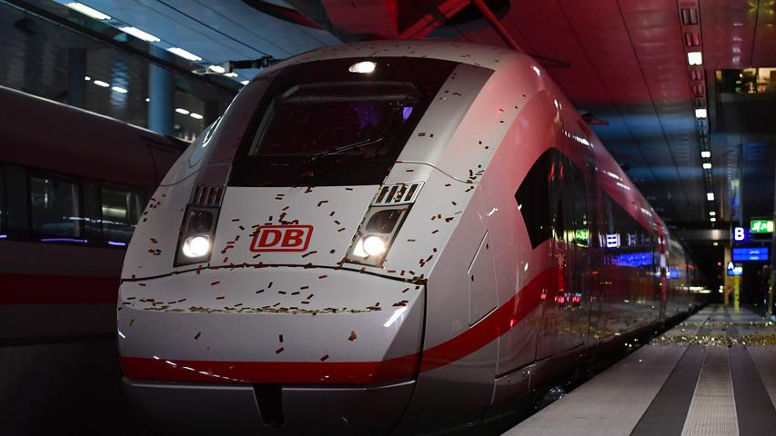 Anew ICE 4 high speed train of German railway operator Deutsche Bahn arrives at Berlin's main railway station during the train's official presentation on September 14, 2016..Deutsche Bahn is presenting the new, fourth generation model of it's Inter City Express (ICE) high speed train, that the company plans to put into servic in December 2017. / AFP PHOTO / TOBIAS SCHWARZ