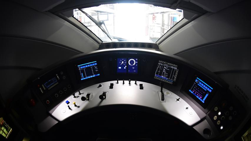 The cockpit of a new ICE 4 high speed train of German railway operator Deutsche Bahn is pictured in Berlin on September 13, 2016..Deutsche Bahn is presenting the new, fourth generation model of it's Inter City Express (ICE) high speed train, that the company plans to put into servic in December 2017. / AFP PHOTO / TOBIAS SCHWARZ