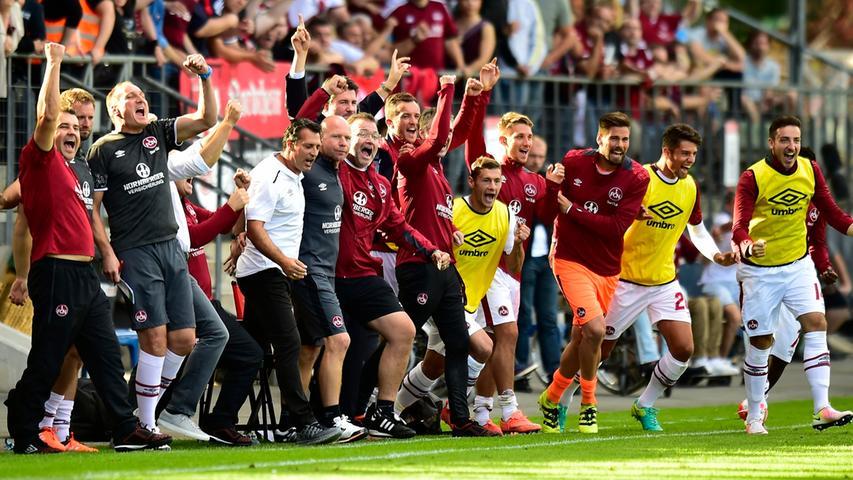 Im Pokal gegen den Regionalligisten Viktoria Köln war es dann so weit. Im Elfmeterschießen setzte sich der Club nach durchwachsener Leistung durch, der erste Pflichtspielsieg für Alois Schwartz. Bezeichnend, dass dieser gegen einen Regionalligisten gelang und der zweite Sieg mehr als sieben Wochen auf sich warten ließ. Aber eins nach dem anderen ...