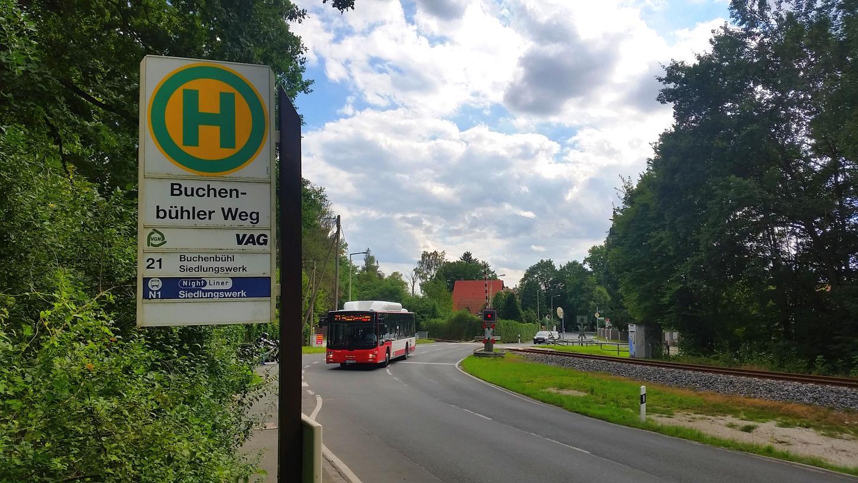 Nach dem Konzept der VAG-Planer sollte mit der Auflösung der Ringlinie auch die Bushaltestelle Buchenbühler Weg wegfallen, weil sie kaum genutzt wird. Letztlich haben sich jetzt die Stadtteilbewohner durchgesetzt.