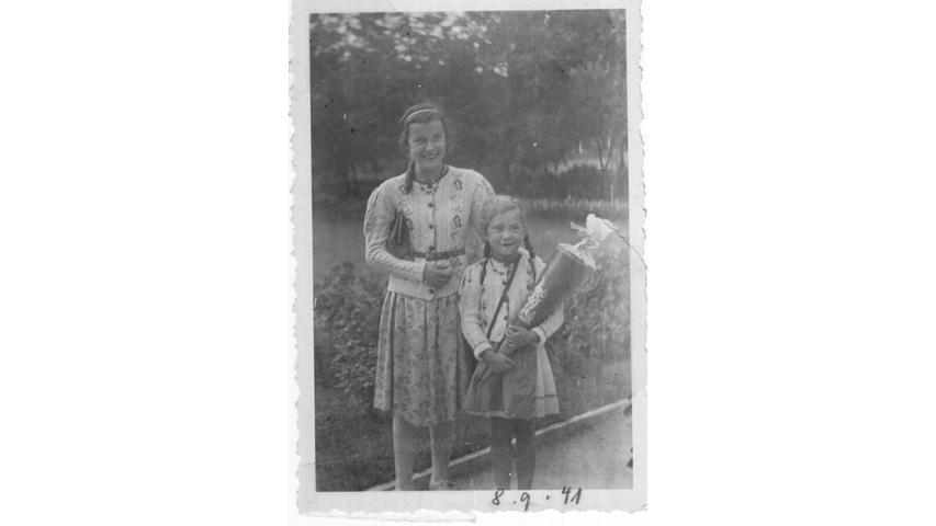 Ingrid Höreth aus Nürnberg - hier mit ihrer älteren Schwester - wurde 1941 in der Wiesenstraße eingeschult: