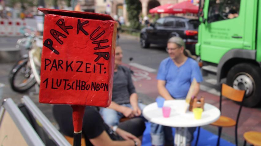 Wie könnte eine Stadt aussehen, wenn auf den Parkplätzen keine Blechkisten mehr stünden, sondern Menschen sich treffen würden? Der internationale Parking Day möchte Alternativen zeigen — auch in Nürnberg.