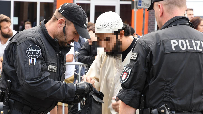 Kundgebungen von Salafisten stehen nahezu immer im Fokus der Polizei.