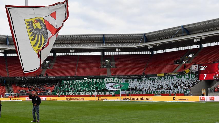 Auch wenn das 261. Frankenderby zwischen dem 1. FC Nürnberg und der SpVgg Greuther Fürth im Vergleich zu den letzten Jahren weniger gut besucht ist: In der Nordkurve und im Gästeblock...