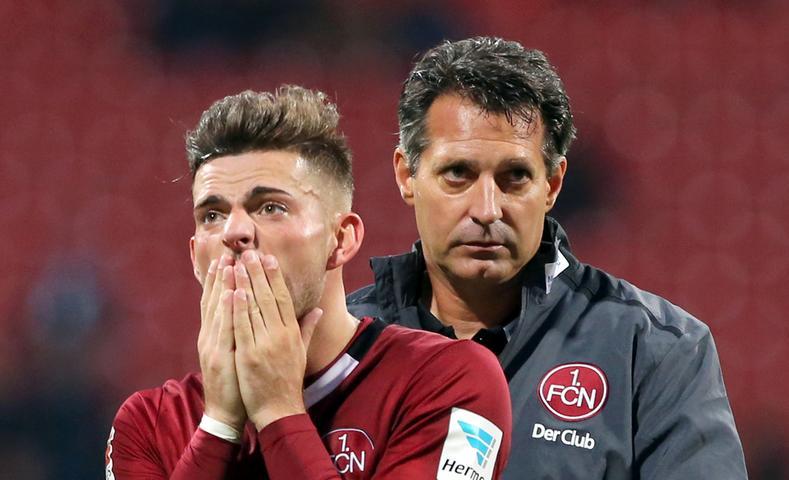 Doch auch im Derby war die Enttäuschung groß. Mit 1:2 verlor der Club das Heimspiel gegen die SpVgg Greuther Fürth, mit der Niederlage rutschte das Team von Alois Schwartz auf Rang 18 ab.