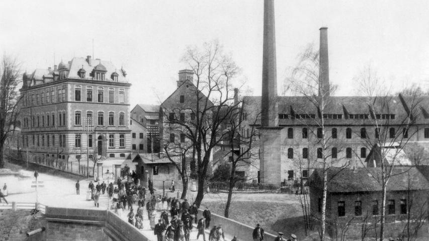 Nürnberg verlieh Lothar von Faber 1861 die Ehrenbürgerwürde, da er sich auch in der regionalen Wirtschaft engagierte. Er gehörte beispielsweise zu den Initiatoren der Nürnberger Lebensversicherungs-Bank, aus der die Nürnberger Versicherungsgruppe hervorgeht.
