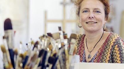 Eine verrückte, bunte Rasselbande sind die Gostenhofer für Künstlerin Lucie Schaller (li.), die ihr Atelier  in der Austraße hat.  Die einzigartige Atmosphäre  des Stadtteils  schätzt auch Inge Klier (re.)  von «bambiboom».