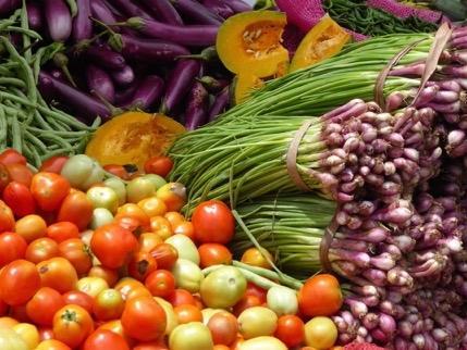 Auf der asiatischen Insel wächst alles, was man für ein gesundes Essen braucht. Hier vor allem viel Gemüse.