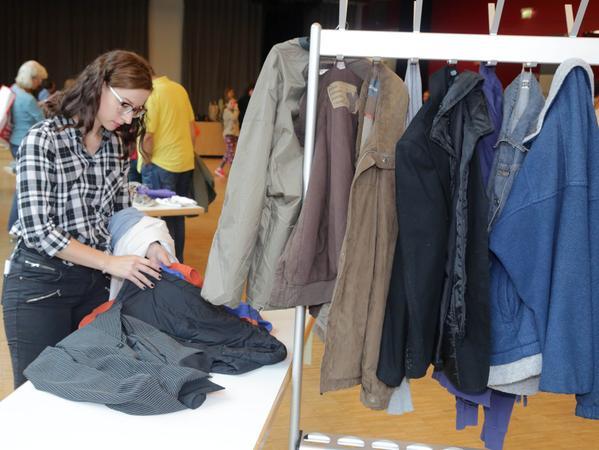 Motiv: Samson Ausprobiert: Kleidertauschbörse....Samson Ausprobiert  Kleidertausch Kleidertauschbörse.. ....Datum: 18.09.2016.. ..Fotograf: Roland  Fengler....Ressort: Lokales ....Exklusiv
