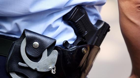 Maifest in Veitsbronn: 47-Jähriger schlägt auf Polizisten ein