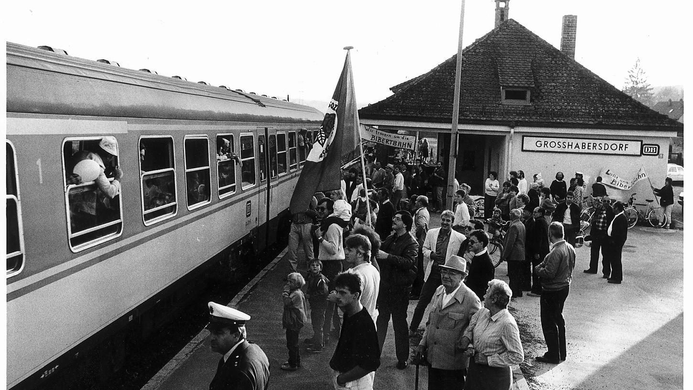 Die Bibertbahn hat ausgedient: Abschied in Großhabersdorf 1986.