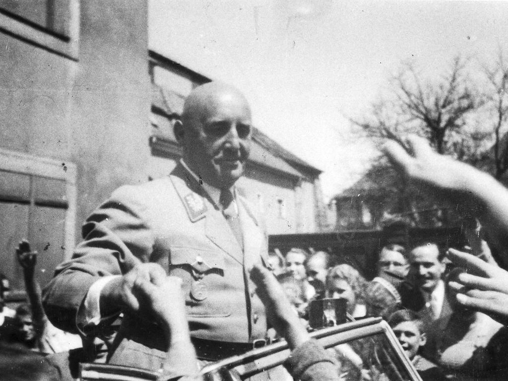 Julius Streicher wurde wegen Verschwörung gegen den Weltfrieden zum Tod durch den Strang verurteilt. Der selbsternannte