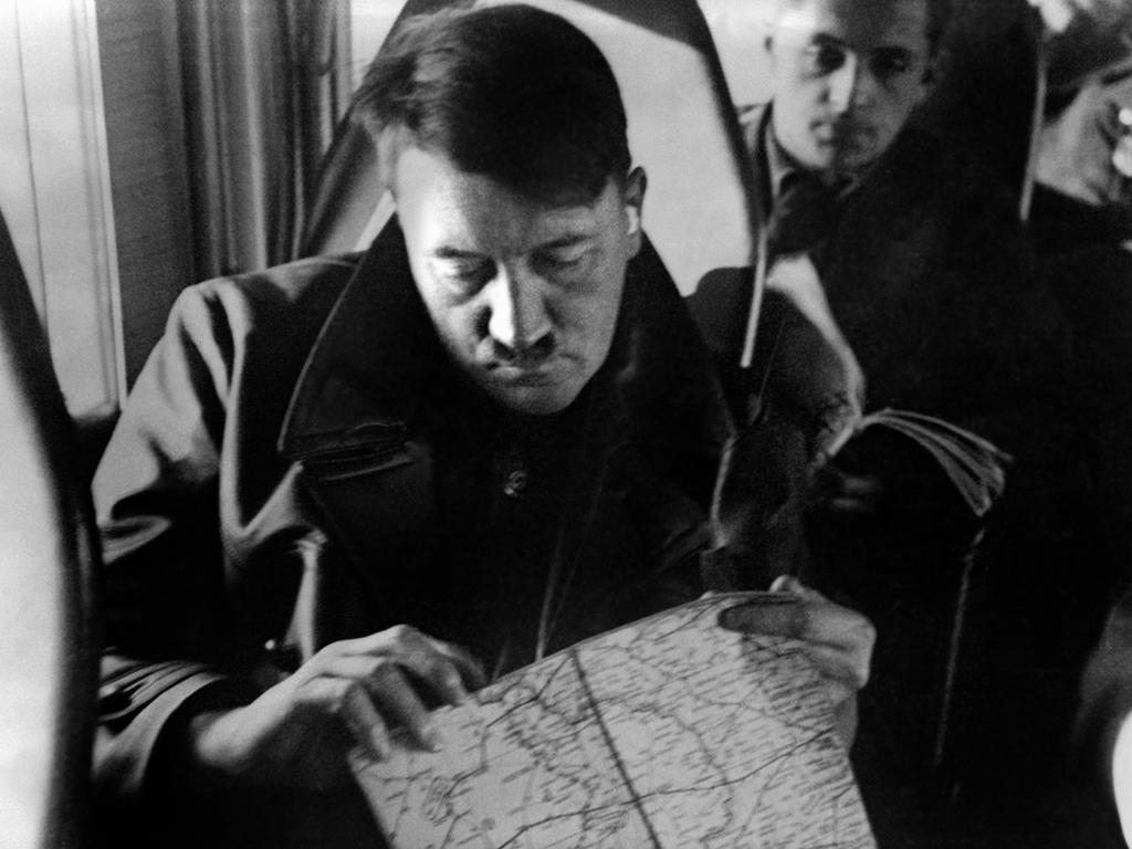 Hans Frank (hinten) wurde wegen Verbrechen gegen das Kriegsrecht und Verbrechen gegen die Menschlichkeit zum Tod durch den Strang verurteilt.