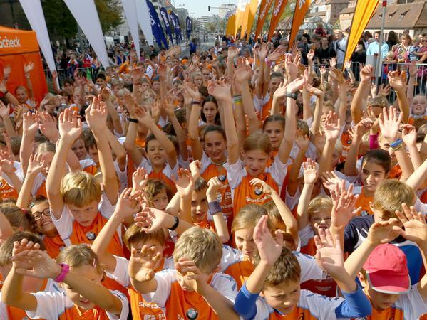Motiv: Stadtlauf 2015 . Kinderlauf; Bambinilauf. ...Datum: 03.10.2015..  ..Fotograf: Roland Fengler....Ressort: Lokales ....Exklusiv