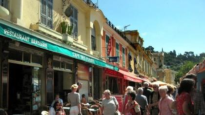 Entspannte mediterrane Atmosphäre wie im Straßencafe von Nizza vermittelte das Cedric Le Donne-Trio im Germanischen Nationalmuseum.