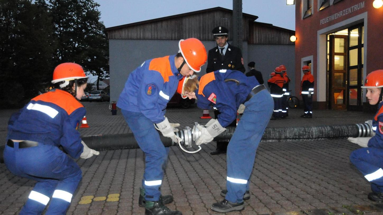 Bei der bayerische Jugendleistungsprüfung und der Abnahme der Jugendflamme in den Stufen 1 bis 3 bei der FFW Postbauer-Heng wurden 50 Jugendliche aus fünf Ortsfeuerwehren geprüft.