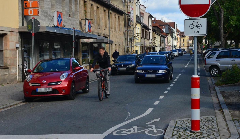Zu den Positivbeispielen für die Radwegführung in Erlangen zählt unter anderem die Fahrbahnmarkierung in der Oberen Karlstraße.