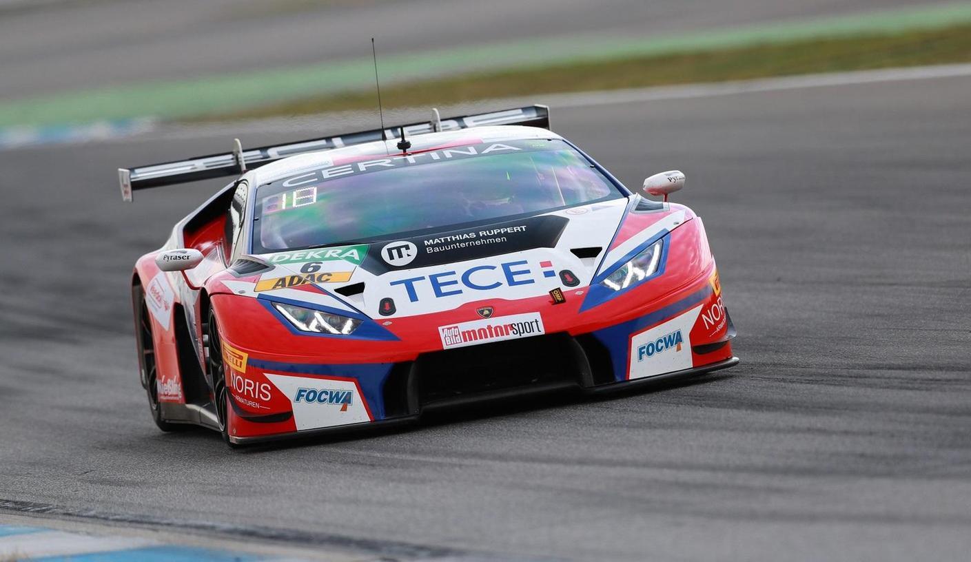 Elia Erhart in seinem Lamborghini auf dem Hockenheim-Ring. In den ADAC GT Masters belegt er am Ende Platz 48. In den letzten vier Rennen war der Röttenbacher jedoch nahe an den Top-Teams dran.