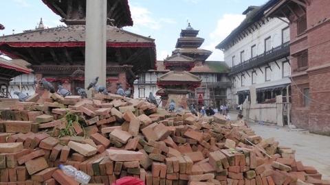 Dieser Tempel wird mit Ziegelsteinen wiedererrichtet.