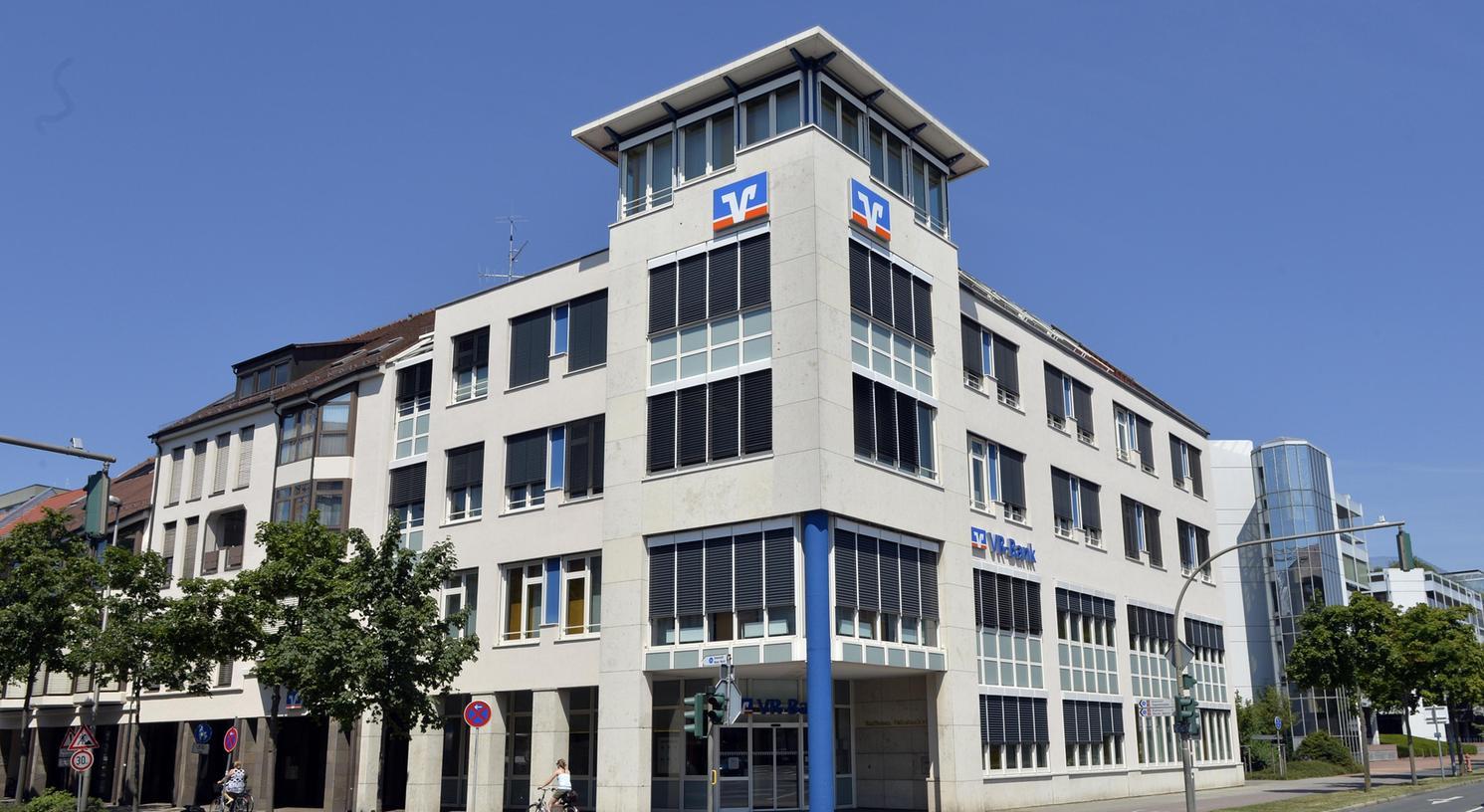 VR-Bank Erlangen und die Vereinigten Raiffeisenbanken Gräfenberg-Forchheim-Eschenau-Heroldsberg tun sich zusammen.