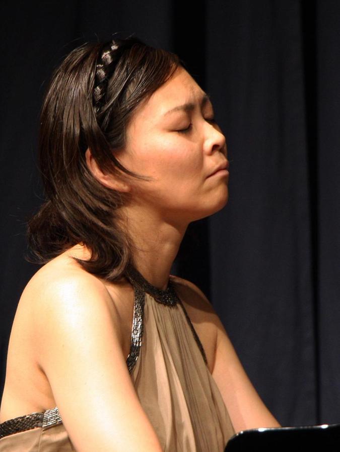 Megumi Bertram aus Japan nahm sich des erhabenen und fesselnden Werks Beethovens am Flügel an.