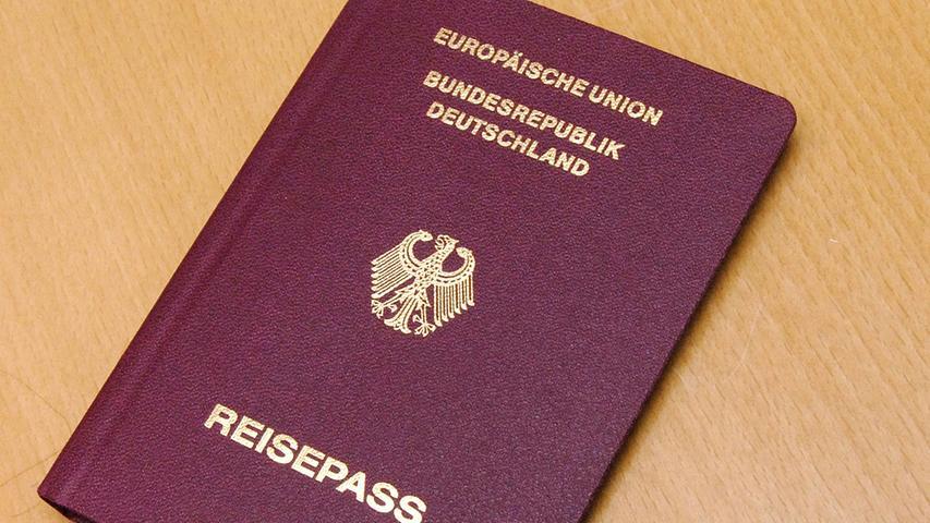 Die deutschen Bürger sind lediglich das Personal dieser GmbH, weswegen der deutsche Ausweis auch