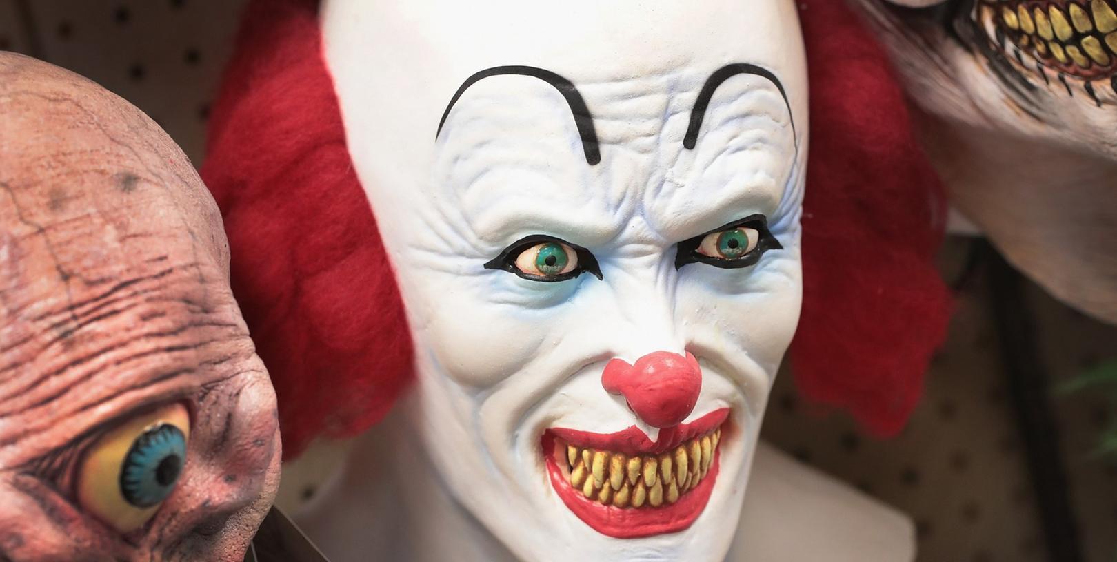 Immer mehr Menschen verkleiden sich als Clown und verbreiten dann Angst und Schrecken.