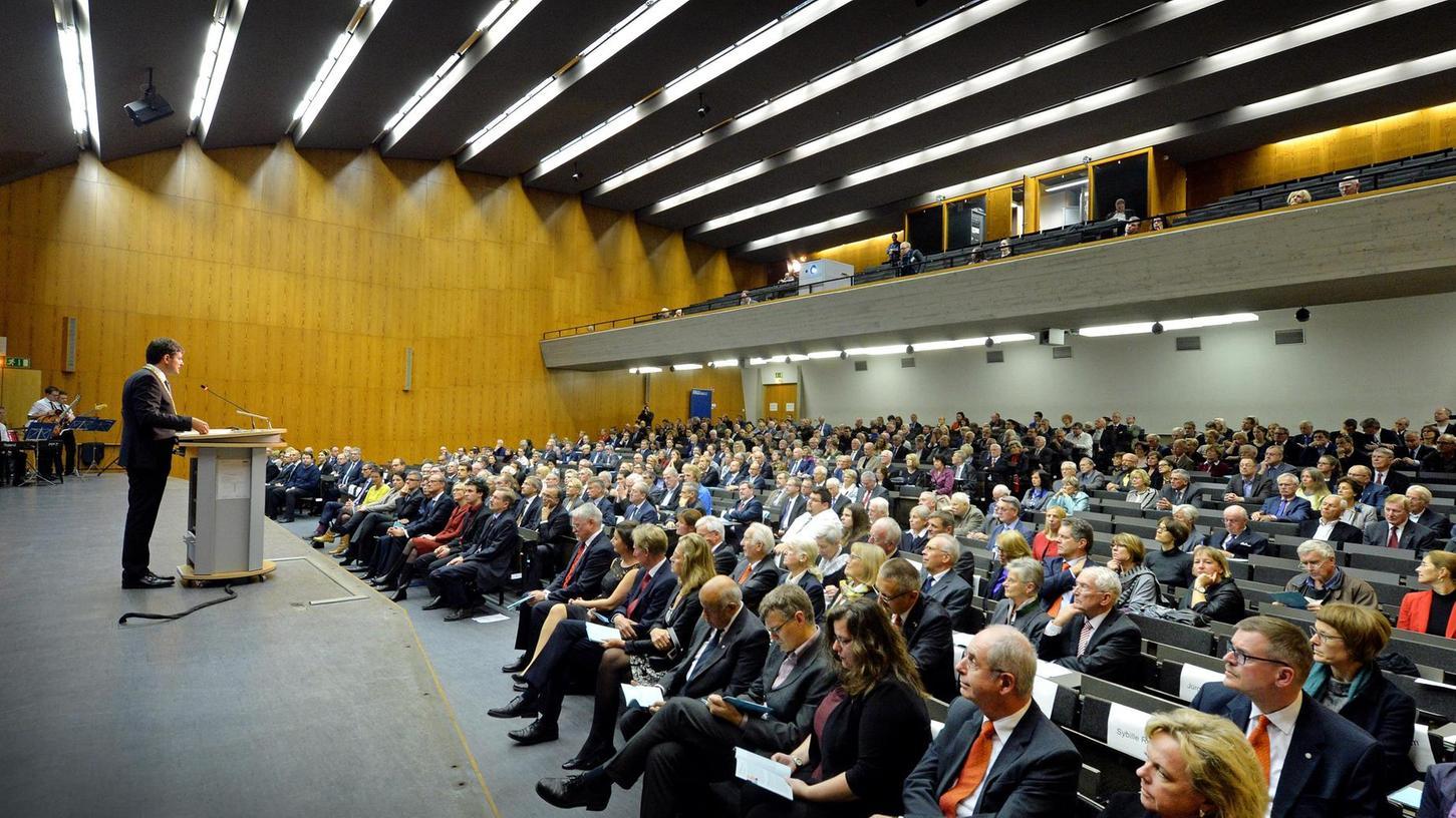 Geburtstagsfeier im Audimax: FAU-Präsident Professor Joachim Hornegger bei seiner Rede zum diesjährigen Dies Academicus, also der Akademischen Jahrfeier zum Gründungstag der Universität. e
