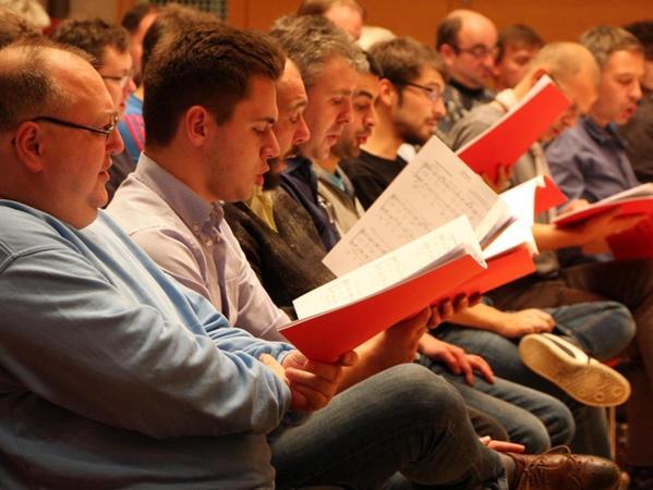 70-mal geballte Leidenschaft für die Musik: Sänger aus mehreren Generationen singen zusammen — und probten jetzt im Bethelsaal der Hensoltshöhe.