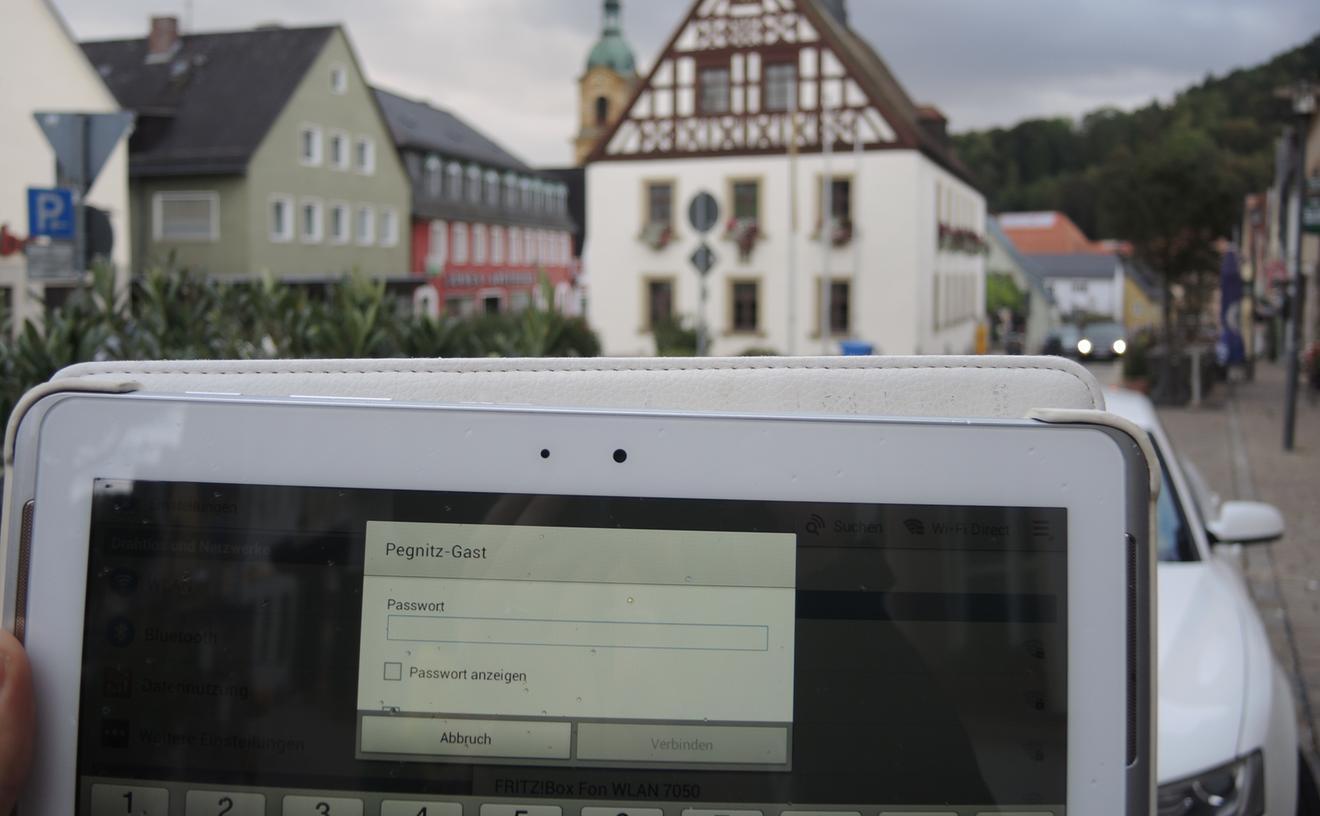 Gläsern gibt sich die Stadtverwaltung Pegnitz nicht gerade. Zwar gibt es fünf Wlan-Hotspots, etwa hier beim Alten Rathaus. Einblick in Abstimmungsergebnisse von Stadtratsentscheidungen bekommt man aber nicht