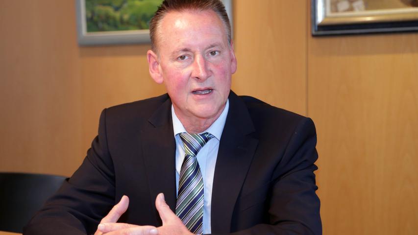 Die 10.000-Marke überschreitet auch Fürths Oberbürgermeister Thomas Jung. Sein monatliches Grundgehalt liegt bei 10.599 Euro (B8).
