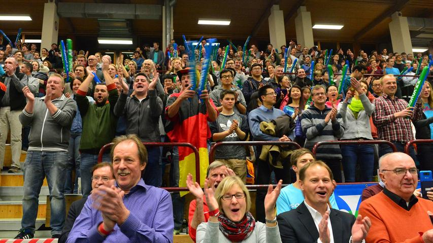 Trotz der deftigen 0:5-Niederlage der deutschen Badminton-Nationalmannschaft im Testspiel gegen Dänemark herrschte in der Emmy-Noether-Halle beste Stimmung. .Foto: Klaus-Dieter Schreiter