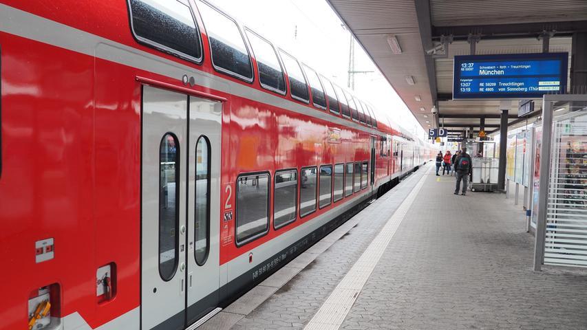 Von außen ist kaum ein Unterschied zu den bisher auf der Strecke Nürnberg-Treuchtlingen verkehrenden Doppelstockwagen zu erkennen...