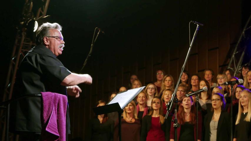 … die Chorleiter Dieter Weidemann eine besondere Geburtstagsfreude bereiteten.