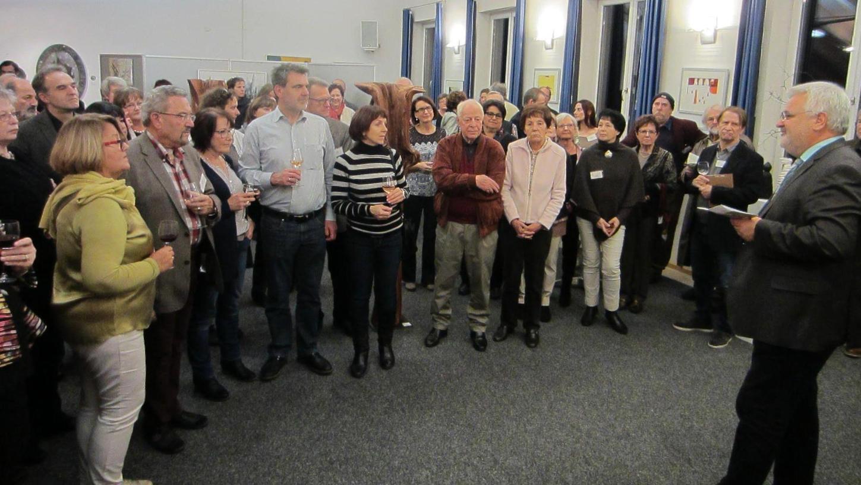 Bürgermeister Walter Schnell eröffnete die Kunstausstellung. Viele Besucher waren gekommen.