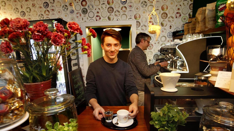Süßes und Saures, Kaffee und Tee, aber auch schöne Kleinigkeiten wie Postkarten und Kerzen kann man in