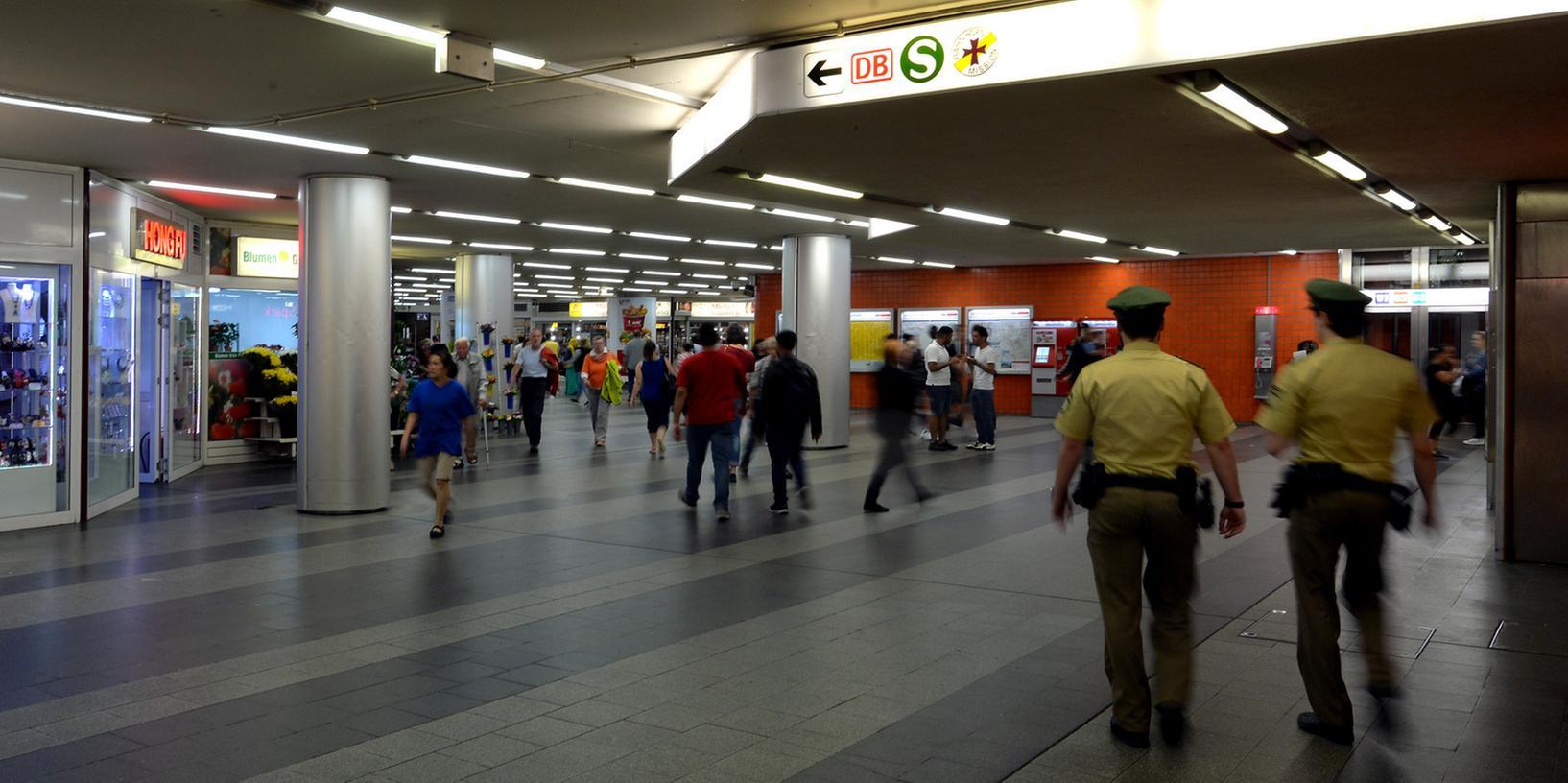 Mit Maßnahmen wie erhöhter Polizeipräsenz oder einem Alkoholverbot soll die Königstorpassage wieder aufgewertet werden.