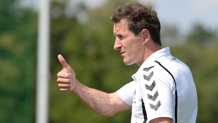 ... die in Augsburg weitergeht: Er übernimmt im Sommer 2008 beim FCA die U17 und sammelt fortan Erfahrung als Trainer im Jugendbereich. 2012 heuert er als Athletiktrainer beim 1. FC Heidenheim an, doch nur ein knappes Jahr später ist Radoki wieder zurück in Fürth: Ab Januar 2014 nimmt er die A-Junioren der Spielvereinigung unter seine Fittiche.
