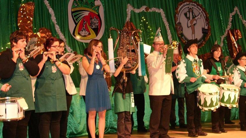 """Auch der Fanfarenzug als älteste Vereinsgruppe der """"Grün-Weißen"""" hatte bei der Auftaktsitzung seinen Auftritt."""