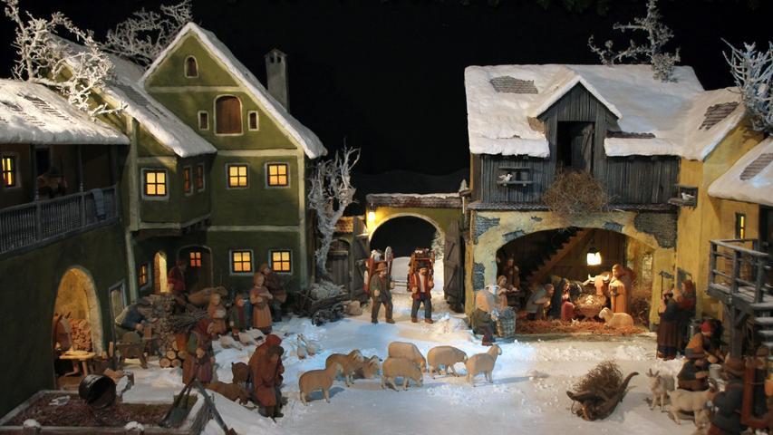 Die Welterbestadt Bamberg (Oberfranken) ist in der Advents- und Weihnachtszeit besonders sehenswert - und das nicht nur, weil die festliche Beleuchtung vor der historischen Kulisse für viel Stimmung sorgt. Denn der wahre Höhepunkt Bambergs in dieser Zeit sind die Krippen: Seit mehr als 400 Jahren gibt es die Tradition des Krippenaufstellens. In der ganzen Stadt können Sie an 35 Stationen viele verschiedene Krippen sehen und erleben. Kleine und große, moderne und historische, fränkische oder internationale.  Öffnungszeiten: 28.11. - 31.12.2019 von 10 bis 17 Uhr.