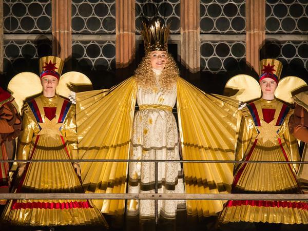 Eröffnung Nürnberger Christkindlesmarkt (27.11.2015). Christkind Barbara Otto  spricht den Prolog von der Empore der Frauenkirche..Foto: (c) RALF RöDEL / NN