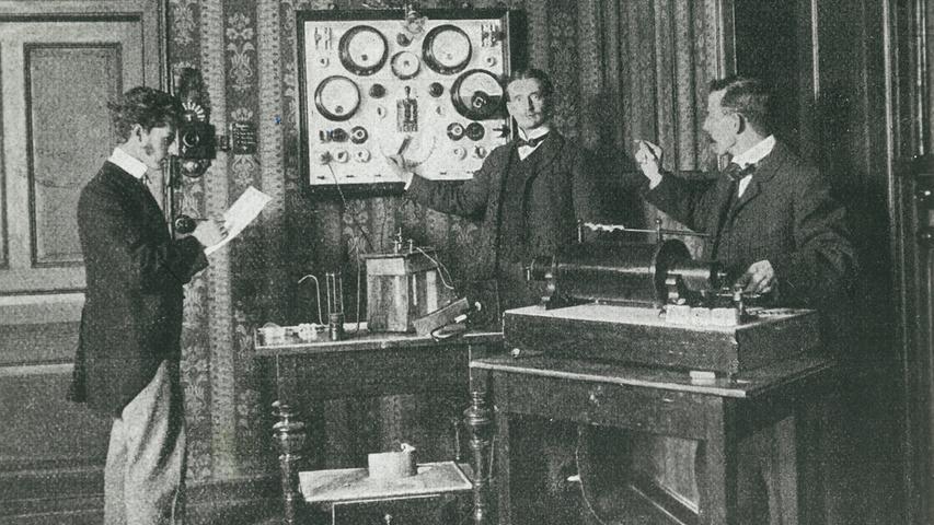 Schon immer verstand sich Siemens als Pionier – auch im Bereich der Medizintechnik. Siemens & Halske erhielt zum Beispiel das erste Patent auf eine Röntgenröhre nur drei Monate nach Entdeckung der Röntgenstrahlen durch Conrad Röntgen 1895.
