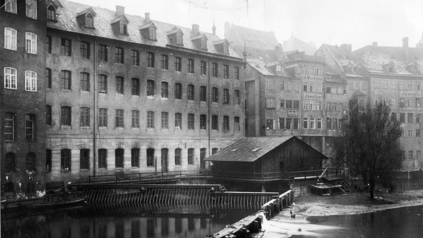 In Nürnberg kam 1888  der Bau einer neuen Fabrik an der Landgrabenstraße hinzu. Bereits zu diesem Zeitpunkt wurde Schuckert eine große Nummer in seiner Branche: Schlag auf Schlag baute und betrieb seine Firma Elektrizitätswerke und Verteilernetze zur Stromversorgung von Kommunen. Nachdem Schuckert aus der Unternehmensleitung ausgeschieden war, kam es 1893 zur Umwandlung in eine AG (Elektrizitäts-Aktiengesellschaft vormals Schuckert & Co., Nürnberg, zur EAG). Die Fusion folgte 1903 zu den Siemens-Schuckert-Werken.