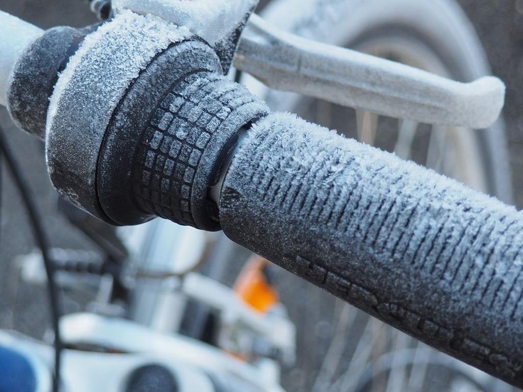 Eisiges Gunzenhausen   Frost und Reif an Fahrrad