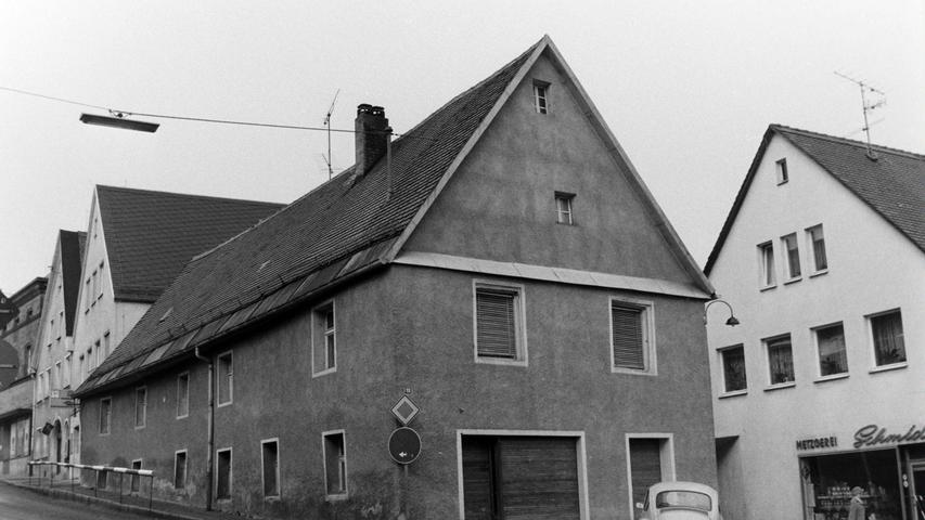 Das Geschäftshaus der Sattlerei Otto musste mitte der 1970er Jahre der Verbreiterung der Zufahrt in die Brauhausgasse weichen.